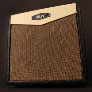 Co-CM15R-BK Cort gitárerősítő zengetővel